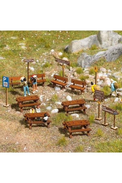 Busch 1484 Лавки и столы деревянные 1/87