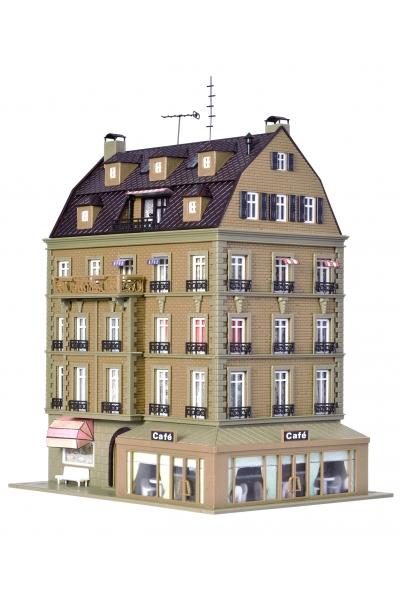 Vollmer 43783 Жилой дом с кафе и LED-освещением 1/87